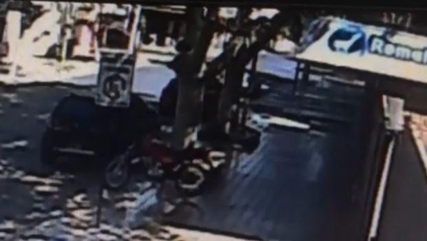 Video: le robaron la moto en el microcentro y quedó grabado en las cámaras