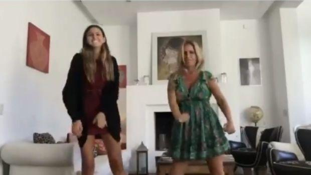 Florencia Peña y Juanita Tinelli bailando en casa