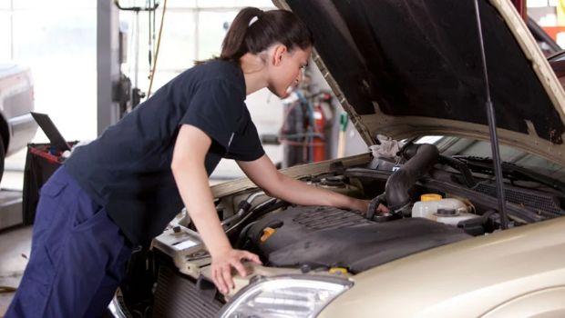 Después de electricidad domiciliaria, se vienen cursos de mecánica para mujeres en la UNSJ