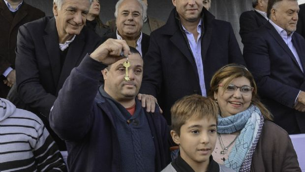 La felicidad de más de 70 familias al recibir su casa en el barrio Conjunto 4
