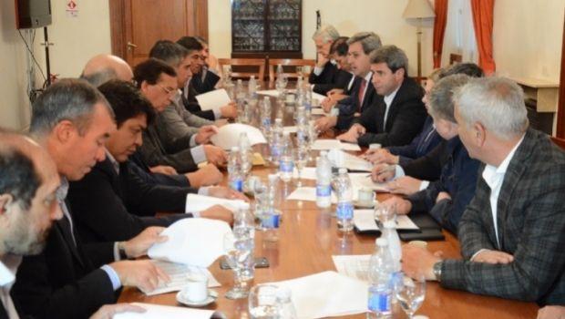 Los intendentes de Cambiemos firmaron el proyecto de coparticipación y en junio entra a Diputados