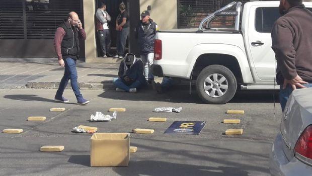 Trasladaron al penal al taxista y al pasajero que circulaban con los 50 kg de droga