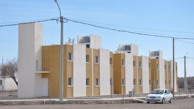 Bajo un sol radiante, entregaron 110 casas del IPV en Rawson