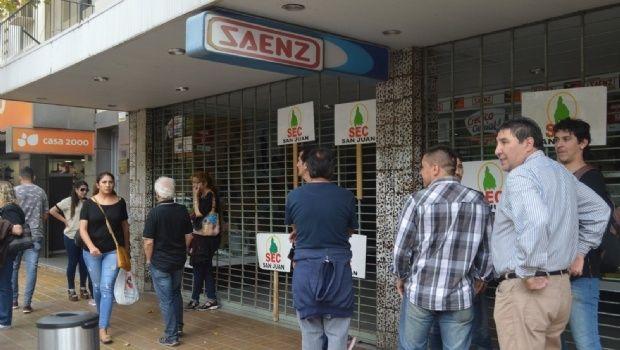 Advierten extraño recambio de empleados mayores de 40 años por jóvenes en el comercio sanjuanino