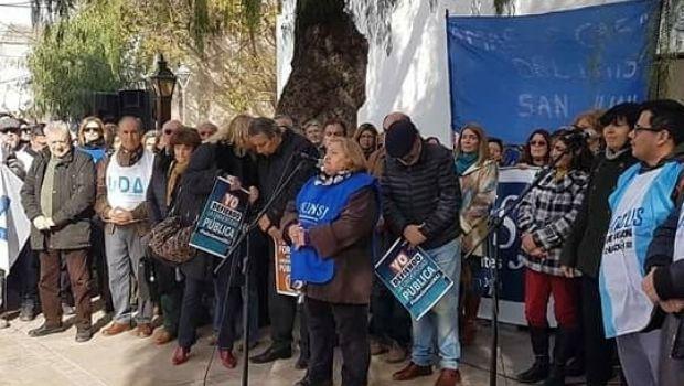 La comunidad educativa de la UNSJ marchó en defensa de la universidad pública