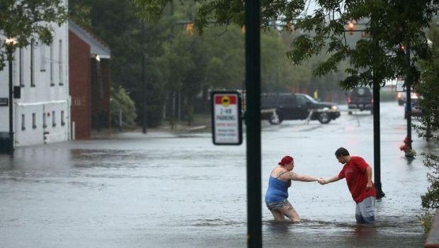 El huracán Florence bajó a categoría 1 y generó inundaciones