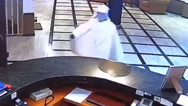 Intentó asaltar un hotel disfrazado de fantasma