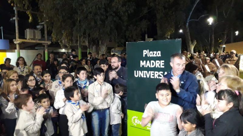 Quedó inaugurada la Plaza Madre Universal en Rivadavia