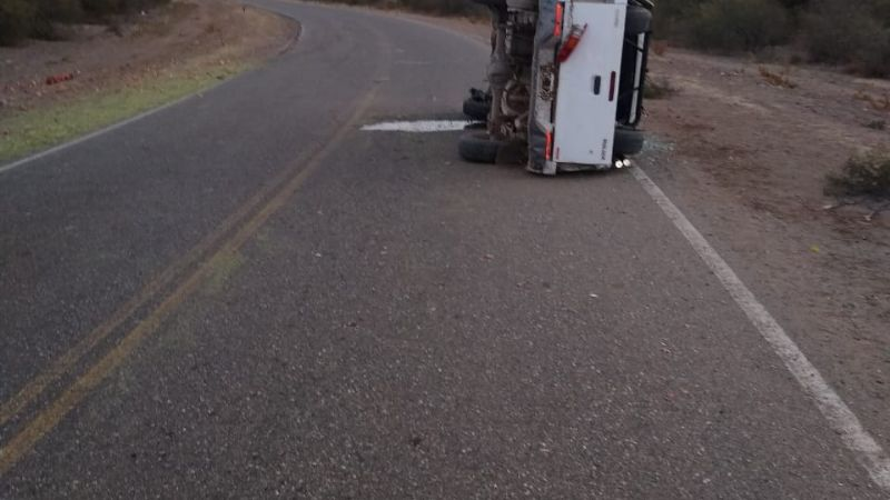 Volcó una camioneta de Vialidad Provincial en Caucete