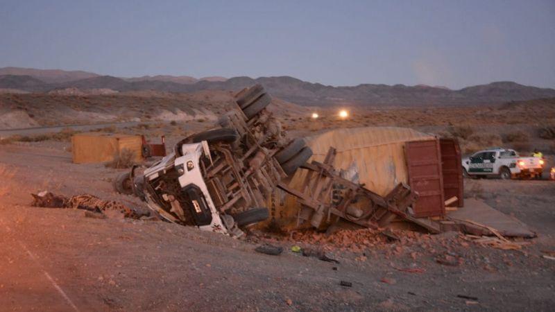 Destrozado: así quedó el camión tras el vuelco fatal en Iglesia