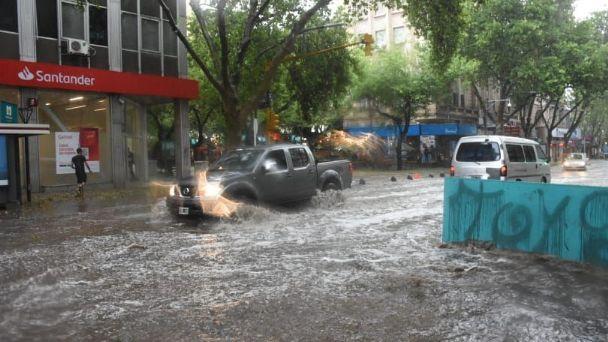 Inundaciones y cortes de luz tras tremenda tormenta de granizo en Mendoza |  Diario La Provincia SJ