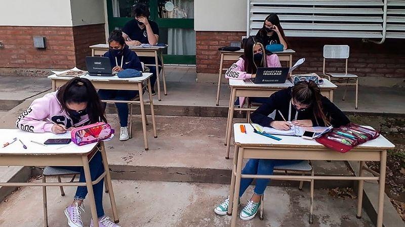 """Educación aclaró en qué condiciones habrá """"presencialidad administrada"""" en escuelas de San Juan"""